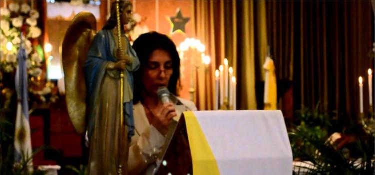 ¿Puede un laico predicar la homilía en Misa?